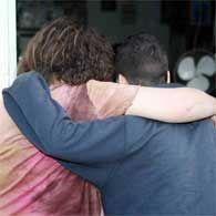 האם ובנה. לא מוכנים להיפרד צילום: אלן שיבר