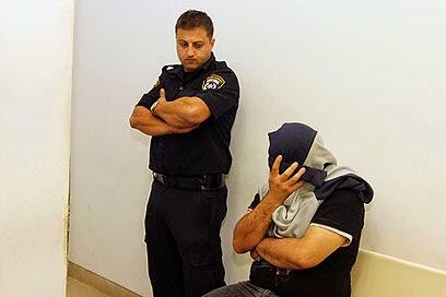 אחד החשודים בהתעללות בחוסים במוסד נווה יעקב  בבית המשפט (צילום: עידו ארז)