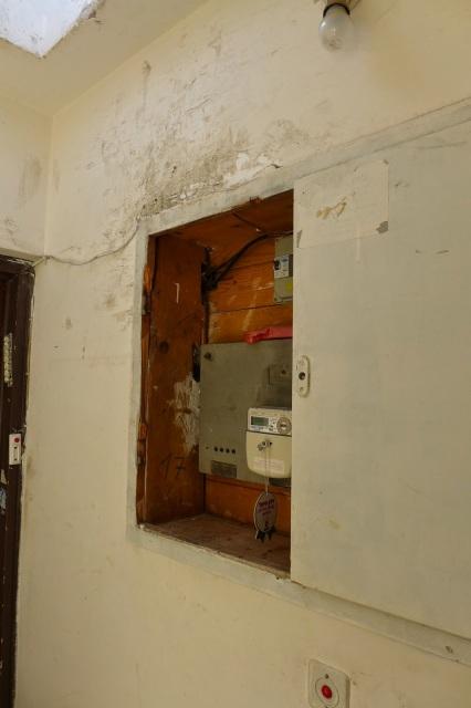 בלשי משטרת ישראל מרחב דן שברו דלת ארון חשמל במהלך טיפוס לגג הבניין