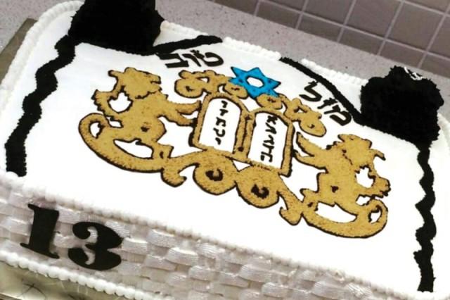 """עוגות יום הולדת שגלית אפתה לרותם ולניר, בציפייה לשובם לאורך השנים. """"היום אני מרגישה בחלום"""""""